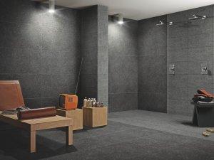 bagni con pavimebto nero gres porcellanato : Riestimento e pavimento in gres grigio scuro pietra Pillargri